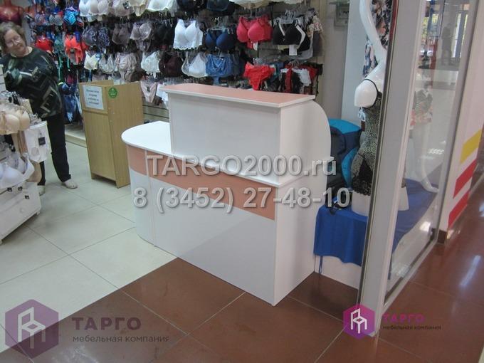 Стойки для магазинов одежды