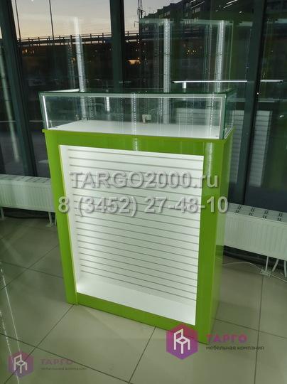Островная витрина для мобильных аксессуаров.JPG