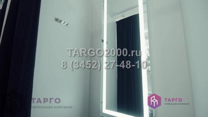 Настенное зеркало с подсветкой в примерочную