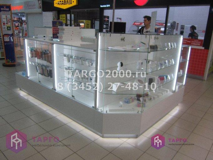 Торговые витрины для продажи мобильных аксессуаров и гаджетов